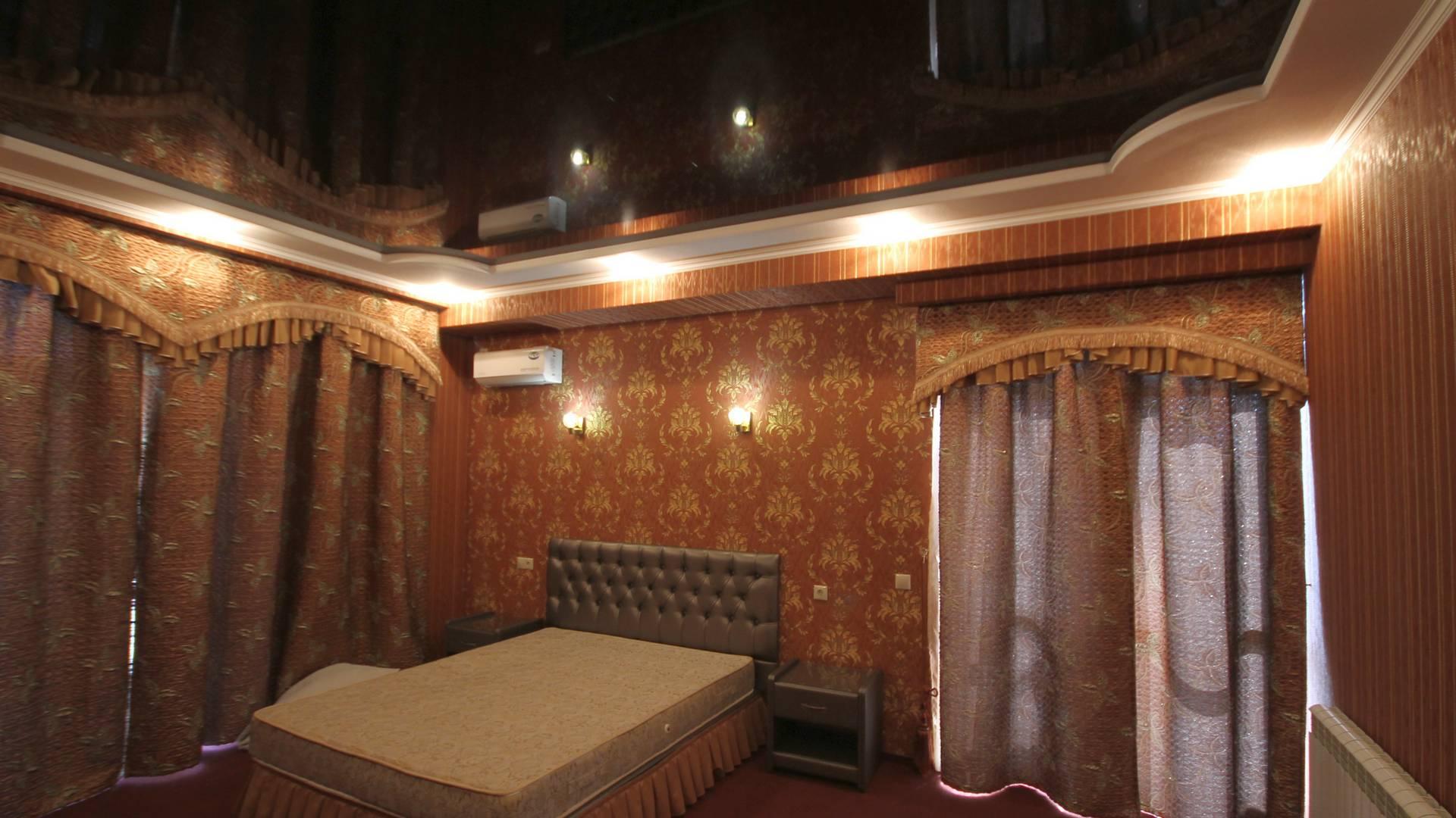 Натяжной потолок в спальню