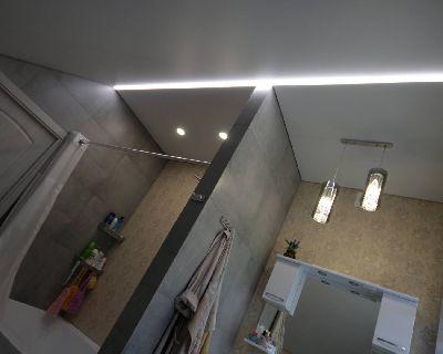 Натяжной потолок в ванную, Натяжные потолки с подсветкой