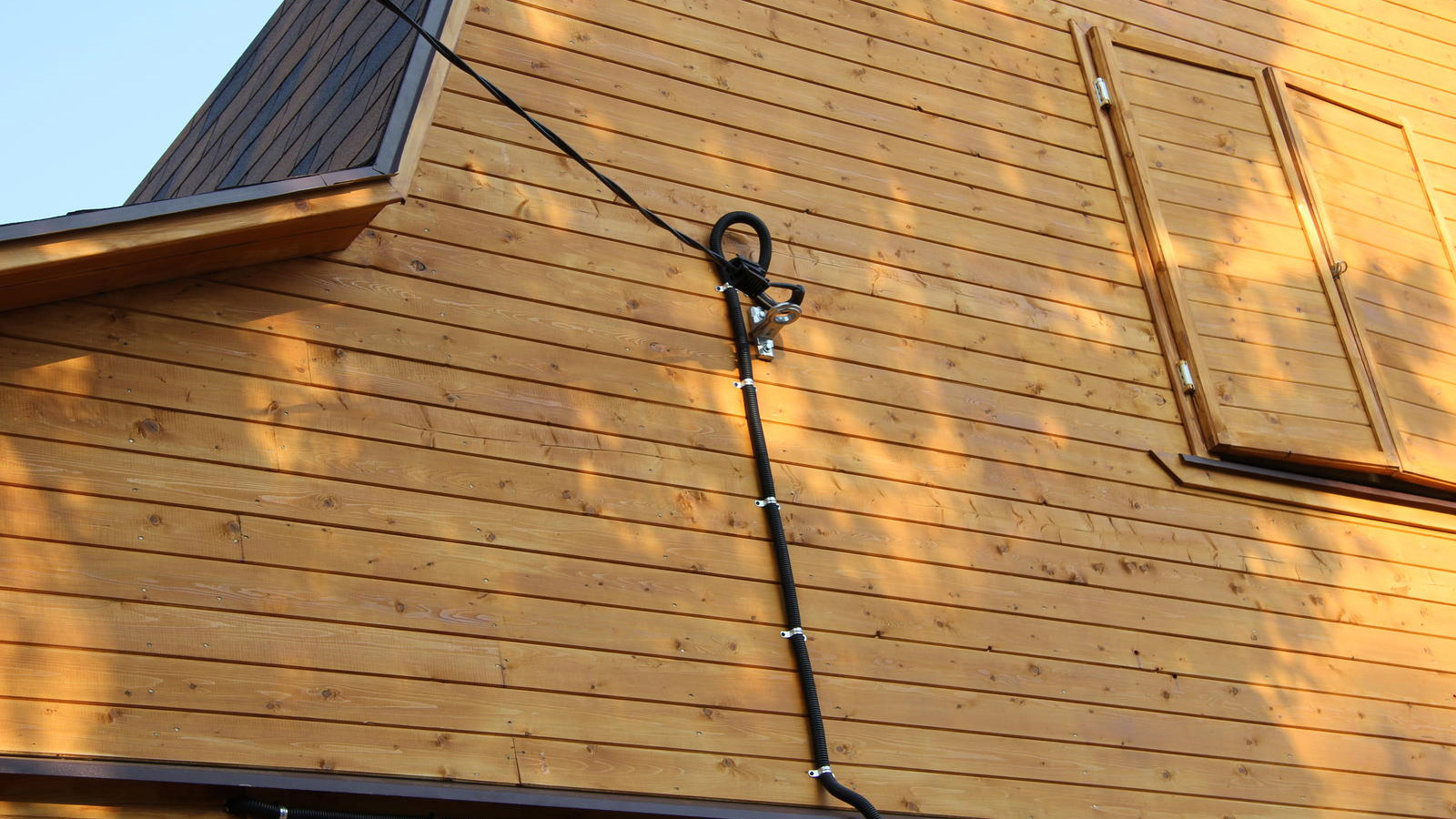 Фото подсоединения проводов от столба к дому
