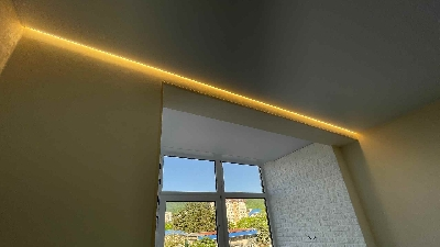 Теневой профиль на натяжном потолке